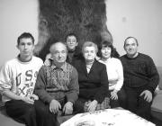 Párászka Ágnes és Emil családjuk körében