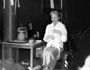 Törőcsik Mari az anya szerepében Juhász Ferenc A szarvassá változott fiú kiáltozása a titkok kapujából c. elbeszélő költeménye alapján készült darabban