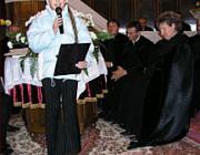 Nagy Flóra Boglárka mond verset a hálaadó istentiszteleten