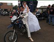 Volt, aki az esküvőjét is megszakította a motorostalálkozó kedvéért