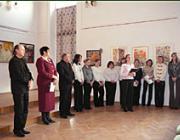 A kiállítás megnyitója:Riskó György, Orosz Ildikó, Sin József és a leánykórus