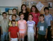 Az irodalmi kör néhány tagja Márkus Katalinnal (hátul középen)