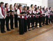 A vendéglátók, a Rákóczi-főiskola énekkara