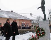 Fazekas Sándor vidékfejlesztési miniszter megkoszorúzza a Petőfi-szobrot