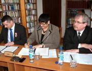 Fazekas Sándor vidékfejlesztési miniszter jelenlétében dr.Gyuricza Csaba és dr. Orosz Ildikó aláírják az együttműködési megállapodást