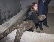Az egyik tettes a gyilkosság rekonstrukcióján (Forrás: A Kárpátaljai Rendőrkapitányság sajtószolgálata)