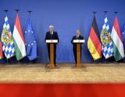 """Orbán Viktor: """"Ha bárkinek meg fogjuk adni a jövőben (...) mi, magyarok a vízummentes belépést, első Ukrajna kell, hogy legyen"""""""