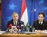 Orbán Viktor miniszterelnök (b) sajtótájékoztatót tart az Európai Unió csúcstalálkozója után Magyarország Állandó Képviseletén Brüsszelben. Mellette Havasi Bertalan, a Miniszterelnöki Sajtóiroda vezetője. MTI Fotó: Miniszterelnöki Sajtóiroda/Szecsődi Balázs